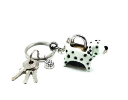 kl053-04-ak-padlock-with-key-hanging-dalmatian-1-5x4-5x3-5-cm