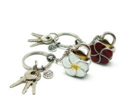 kl020-padlock-with-key-hanging-plumeria-1x3x4-cm