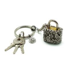 kl032-padlock-with-key-hanging-daisy-2x3x3-5-cm