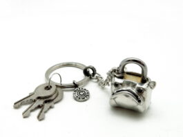 kl040-padlock-with-key-hanging-bulldog-2x3x3-5-cm