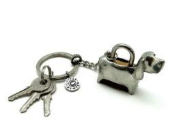 kl053-03-padlock-with-key-hanging-basset-hound-1-5x4-5x3-5-cm