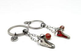 kr100-key-chain-convert-athletic-shoes-3x9-5x1-5cm
